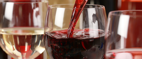 The right wine glass depends on the texture, color, taste, and smell of a wine.